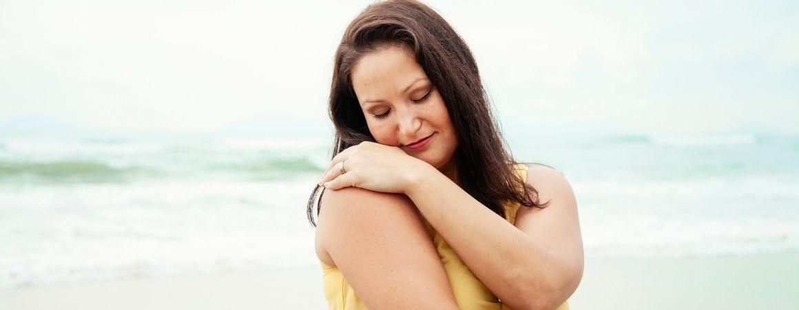 Selbstliebe in Form einer liebevollen Umarmung